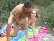 Vidéo porno mobile : Gorgeous redhead fucked outdoors